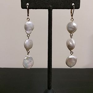 Jewelry - ❤️alentine's Day 🎁! Pearls Earrings.